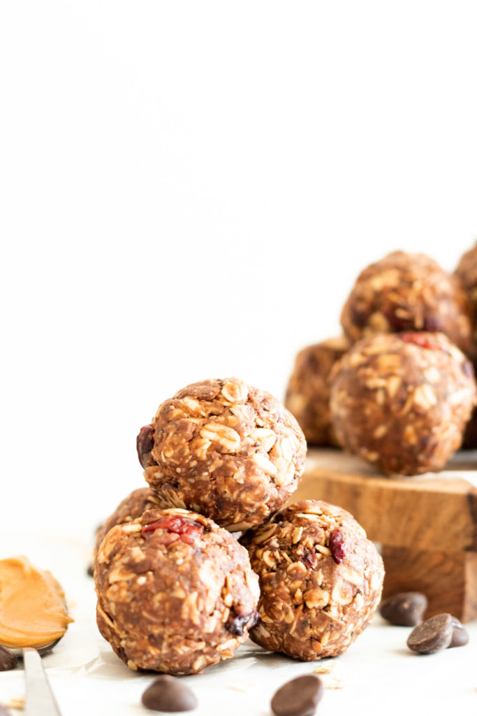 Easy Chocolate Peanut Butter Energy Balls