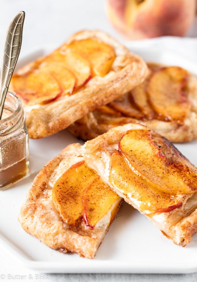 Peach tart with cream cheese