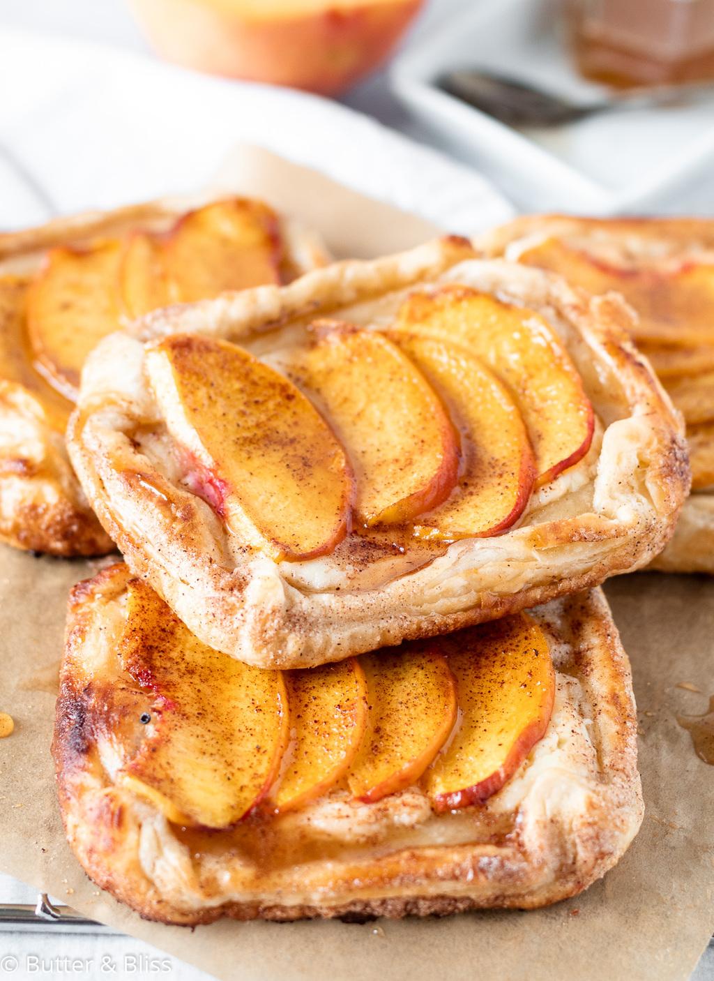 Mini peaches and cream cheese tarts