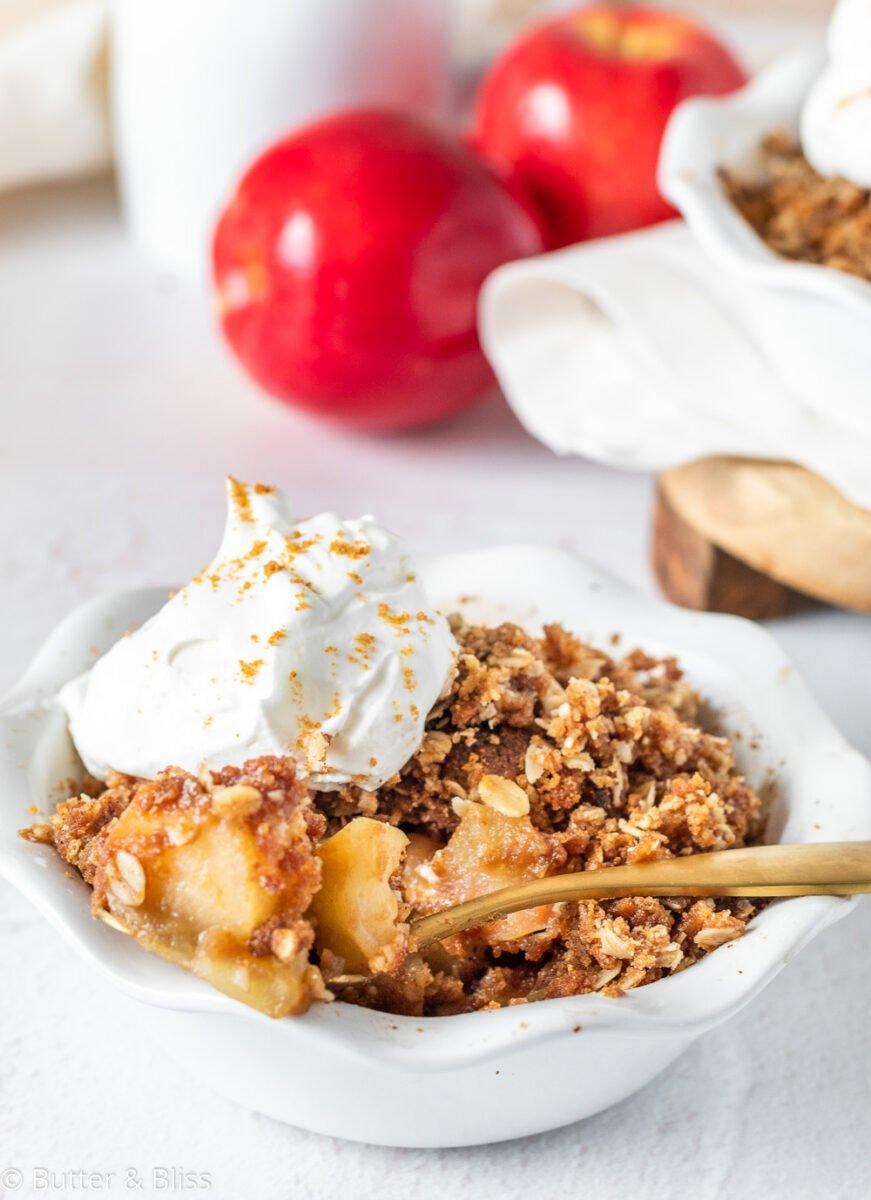A bowl of freshly baked apple crisp