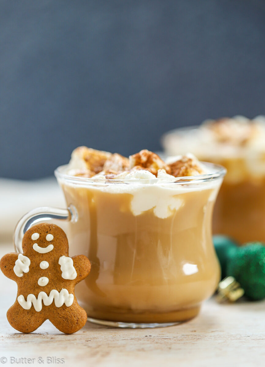 Cozy gingerbread latte with cookie