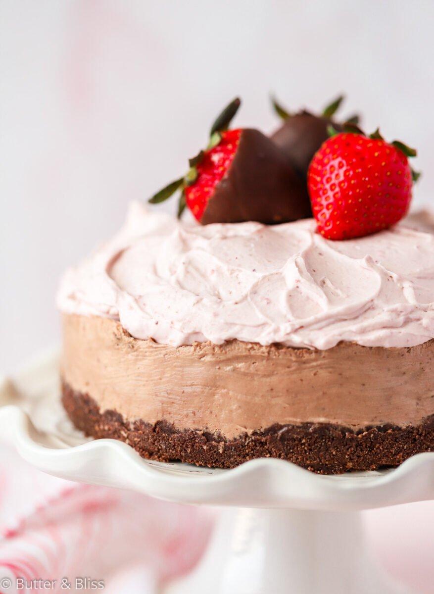 Mini no-bake chocolate and strawberry cheesecake