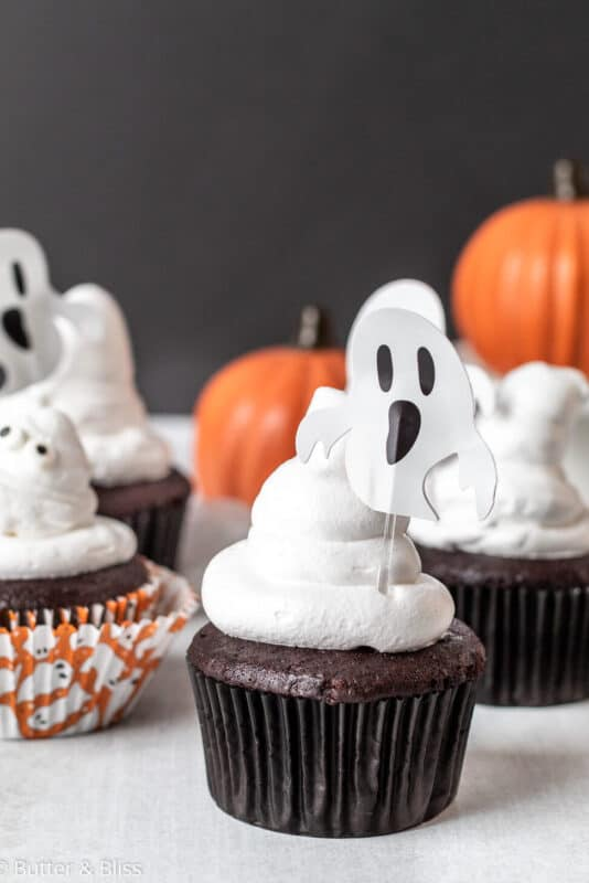 Halloween cupcake ideas for chocolate and marshmallow cupcakes
